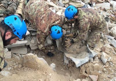 Frascaro, Chiesa di S. Antonio abate dopo sisma 2016 - Recupero opere d'arte da parte dell'Esercito Italiano