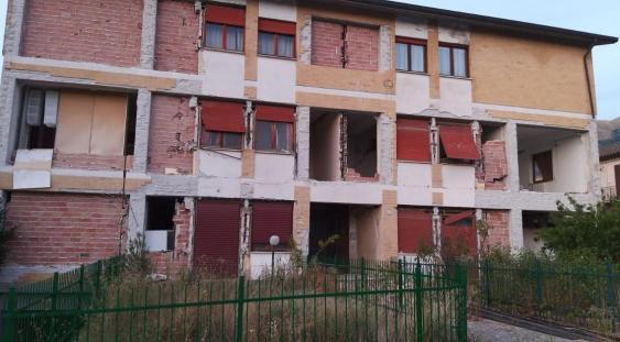 Edificio danneggiato dagli eventi sismici del 2016